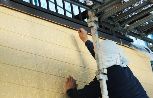 外壁塗装の「吹き付け工法」のメリットとデメリット
