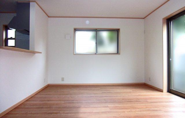 フローリングのリフォーム費用は「部屋の広さ」「素材」「工法」「元の床材」で変わる