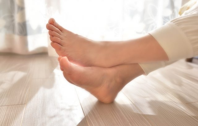 床暖房の電気代は高い?暖房器具との比較や節約するコツ