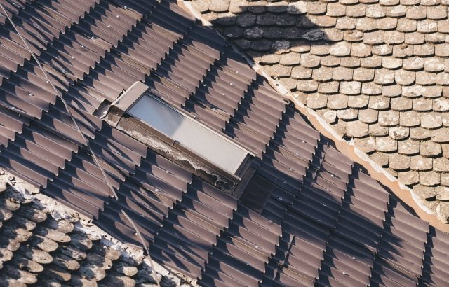 天窓(トップライト)とは?設置にかかる費用は?メリット・デメリットや雨漏り対策などを解説
