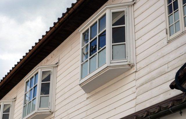 【出窓とは】出窓で住まいをおしゃれに!出窓の種類やリフォームにかかる費用を解説