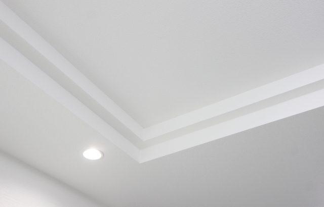 折り上げ天井で開放感のある部屋に!メリット・デメリットや設置のリフォーム費用を解説