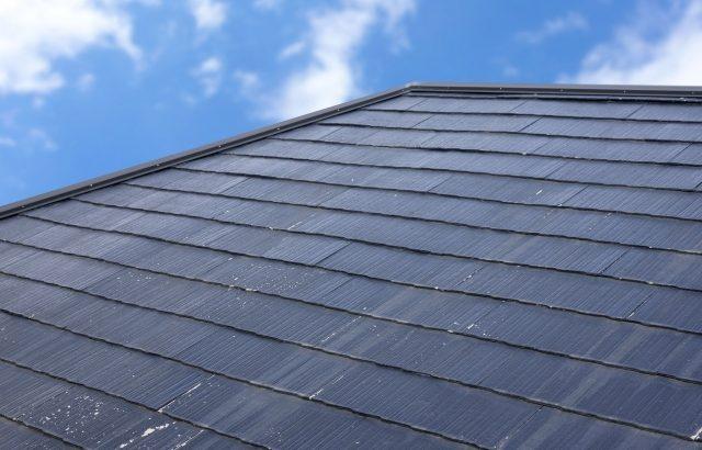 スレート屋根の寿命は20~30年!塗装・カバー工法・葺き替えなど経過年数ごとに必要な補修を解説